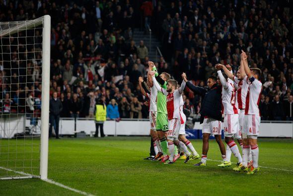 Se escuchó el silbatazo final y los holandeses festejaban una victoria q...
