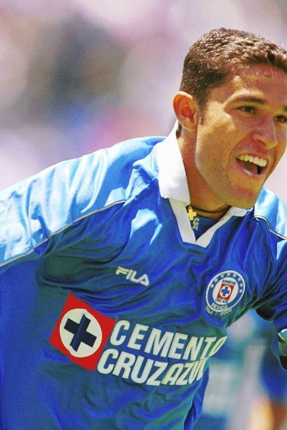 Otro que quedó a deber en su paso por el Cruz Azul fue Emilio Mora, el a...