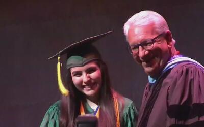 La joven que se graduó de la secundaria pese haber sufrido dos cirugías...