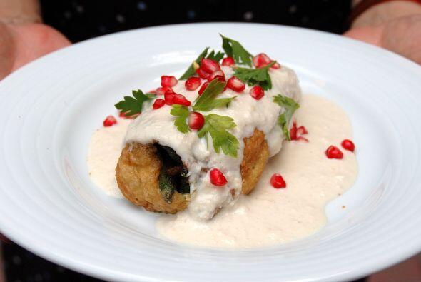 CHILES EN NOGADA - El sabor de uno de los platillos mexicanos más famoso...