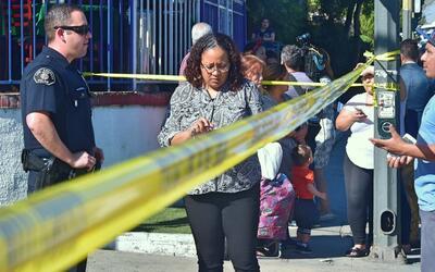 Padres de familia se enteraron de la emergencia en la secundaria Sal Cas...