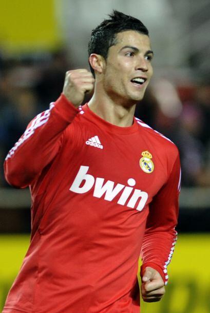 Sevilla descontó por medio de Jesús Navas pero hubo un claro penal a Ben...