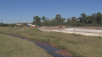 Autoridades del condado Harris supervisan el proyecto que busca evitar inundaciones por lluvias