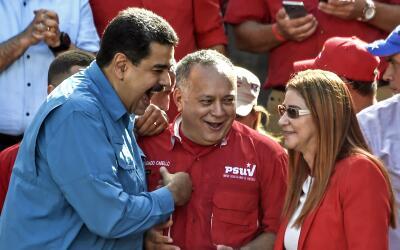 El presidente venezolano Nicolás Maduro acompañado de Dios...