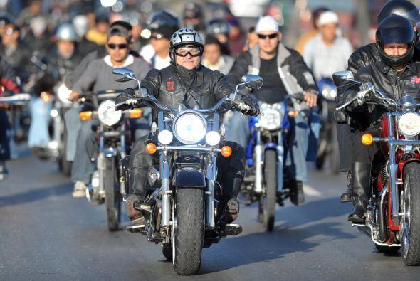 Miles de motociclistas iniciaron este sábado una peregrinación hacia la...
