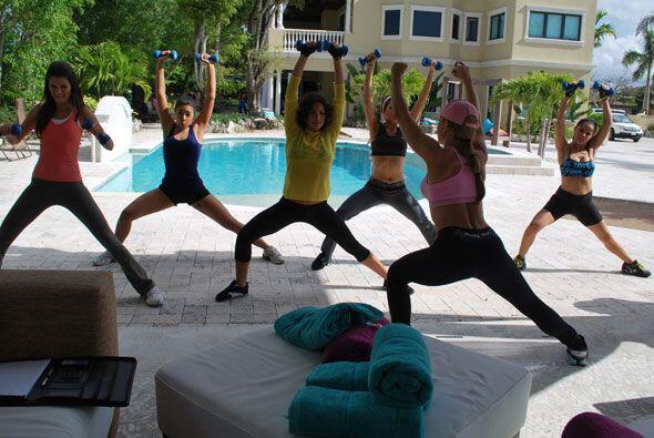 Las bellas también hicieron una rutina de ejercicios para fortalecer sus...