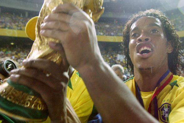 A nivel internacional Ronaldinho puede presumir sus logros a nivel selec...