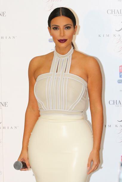 """Este vestido blanco delató las """"curvitas"""" de la mujer de Kanye West."""