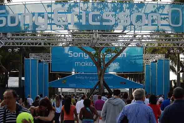 El Sony Ericsson Open 2010 abrió sus puertas para los fanáticos del teni...