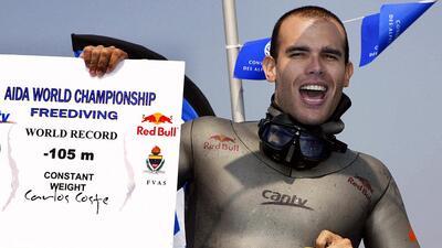 El campeón venezolano de buceo a pulmón Carlos Coste exhibe un título mu...