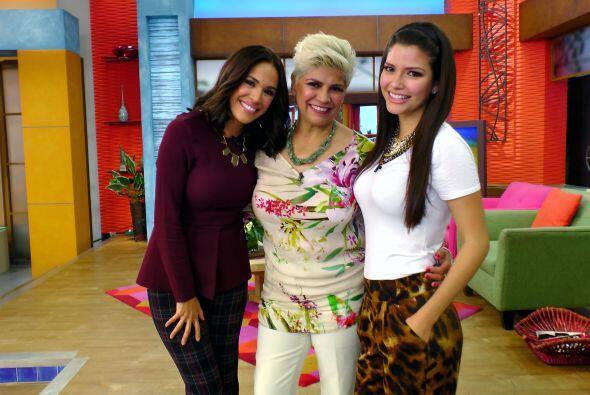 Karla y Ana consintieron a Doña María esta mañana.
