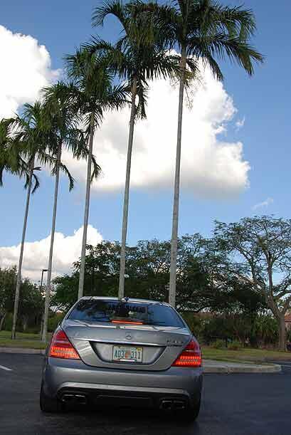 Este auto casi se maneja solo con el sistema DISTRONIC PLUS que regula l...