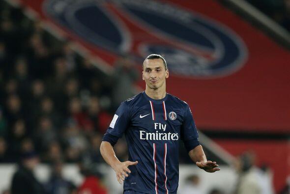 A sus 32 años lleva un récord de 358 goles y es delantero en el Paris Sa...