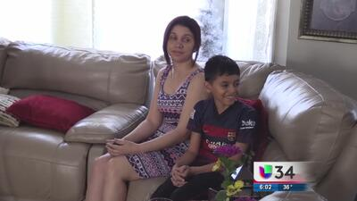 Liberan a madre e hijo detenidos por ICE