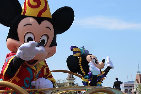Renzo Heredia de Recuerdo 106.5 transmitió su programa desde Disneyworld...
