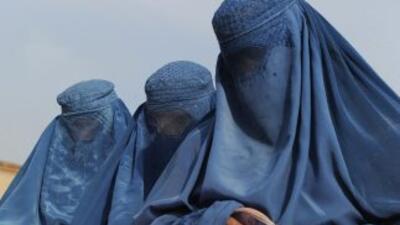 La policía afgana ha rescatado a una adolescente que fue torturada y enc...