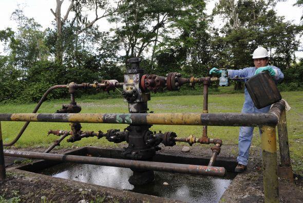 Chevron fue acusada de vertir tóxicos que contaminaron fuentes de agua y...