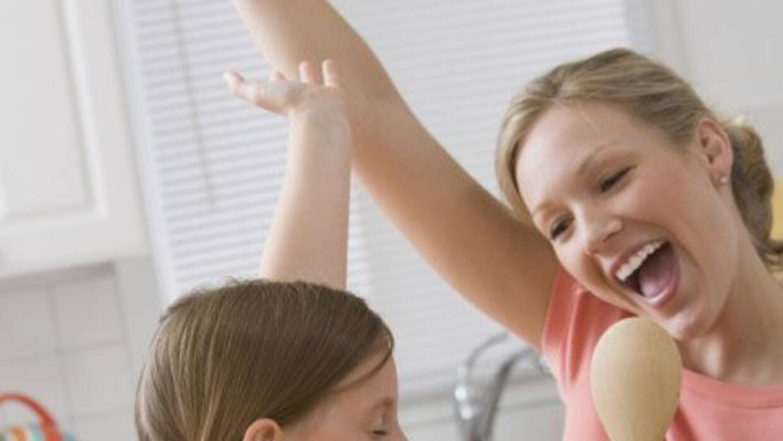 ¡Canta, baila o cocina, pero hazlo con tu talento de Mamá y Amor 107.5 t...