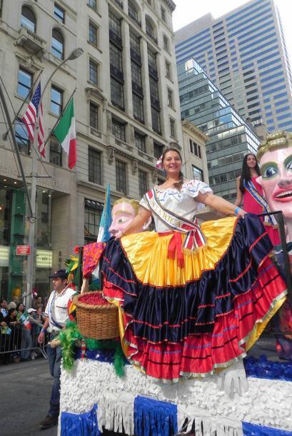 imágenes en el desfile de la Hispanidad a6aa9fe8284a44a89f5b8e7d7f76f53d...