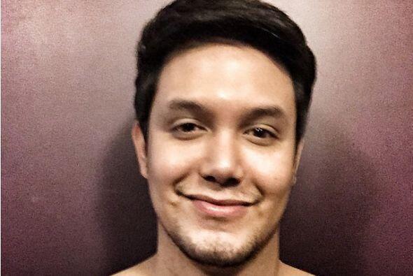 Paolo Ballesteros es un modelo, actor y talentoso maquillista filipino q...