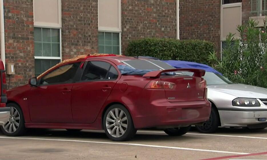 Y es que fuertes tormentas que cayeron hace unos días, destruyeron autos...