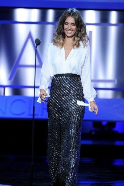 Jessica presentó un premio muy especial, para un gran amigo y director,...