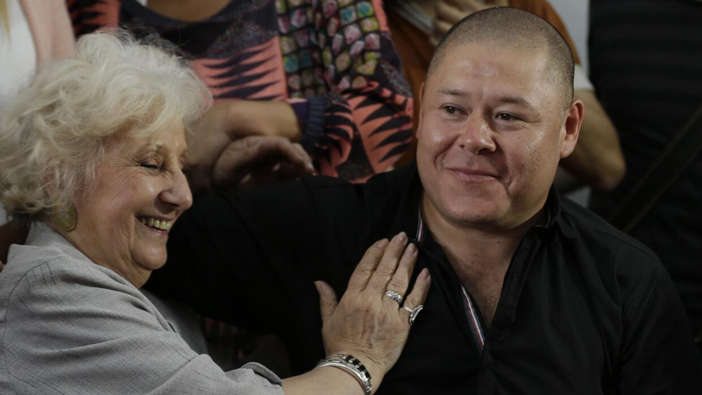 Mario Bravo se reencuentra con su madre en Argentina