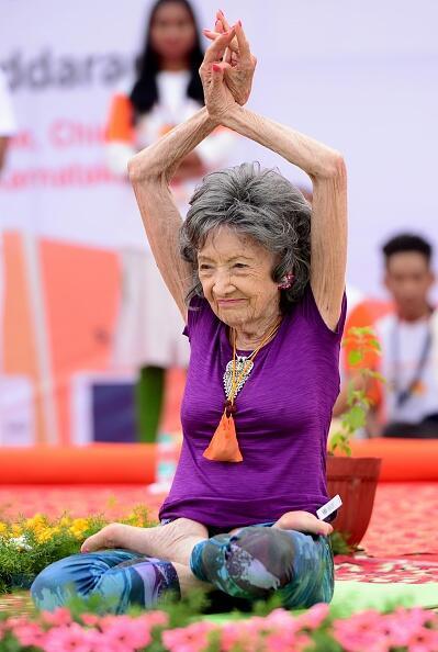 La edad jamás ha sido limitante para practicar yoga, tal y como ha demos...