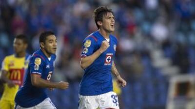 Jugadores de Cruz Azul festejando uno de los goles ante el Chorrillo pan...