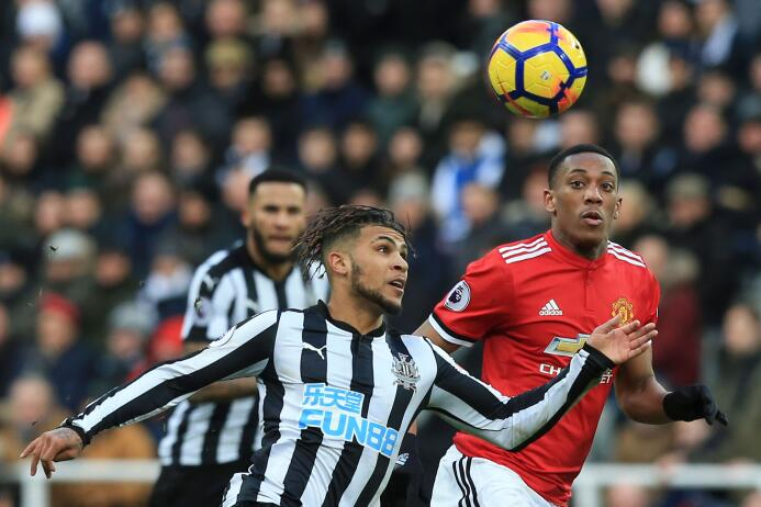 Newcastle sorprende y vence al Manchester United gettyimages-916952596.jpg