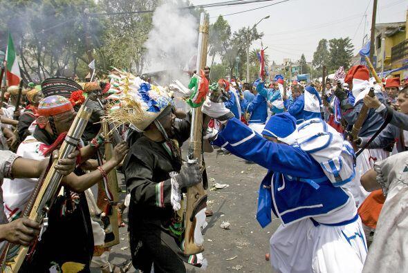 Dentro o fuera de sus fronteras, hay mexicanos que no pueden pasar por a...