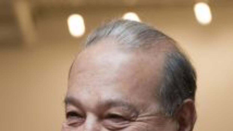 Carlos Slim acumula una fortuna de $74,000 millones, situándolo como el...