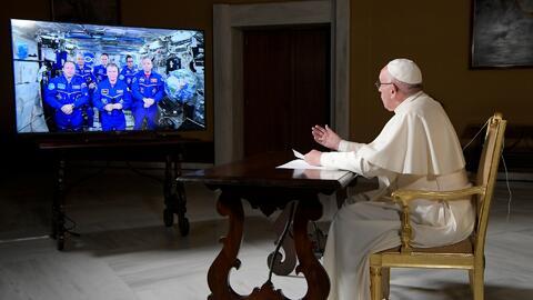 Exploración Espacial el-papa-astronautas.jpg