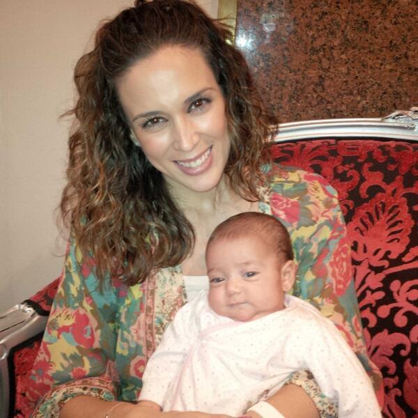 """Mira más fotos de la encantadora familia de la actriz, con """"Mini Jacky""""..."""