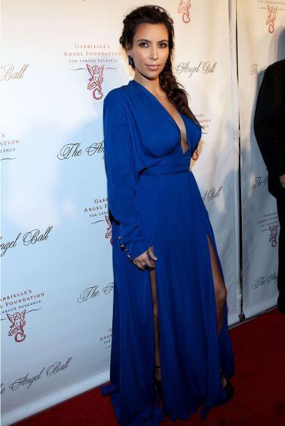 Los colores vivos deberían de forrar más el cuerpo de la Kardashian porq...