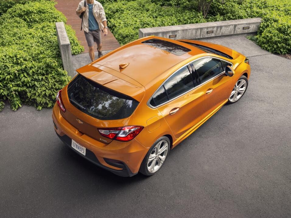 General Motors Venezolana cierra sus operaciones 2017-Chevrolet-CruzeHat...