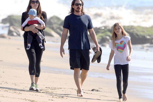 Christian, Sibi y sus hijos disfrutando del paisaje.