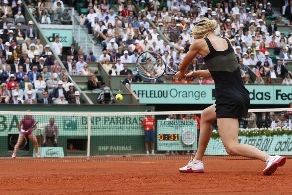 Con parciales de 6-2 y 6-3, la bella Sharapova pasó a la historia.