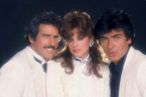 """El tema """"Corazón De Piedra"""" que interpretó Lucía Méndez en """"Tú o Nadie"""",..."""