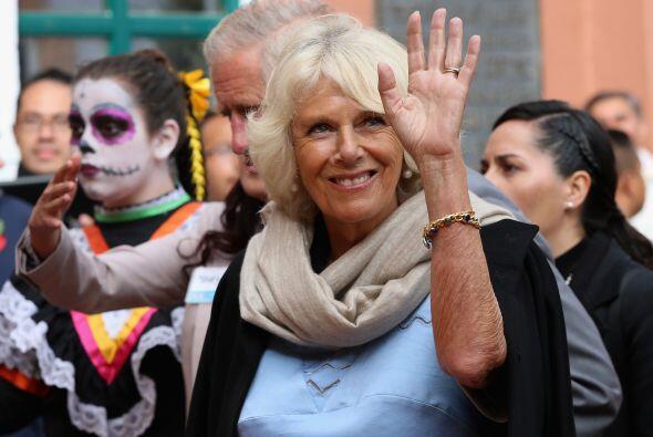 Camilla, la duquesa de Cornwall. se veía muy complacida por el recibimie...