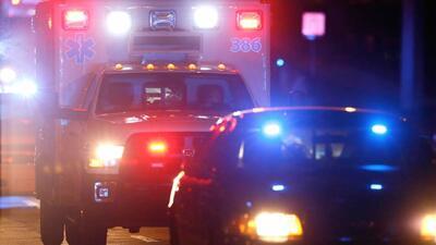 Arrollan a una mujer policía y a un paramédico mientras atendían un accidente
