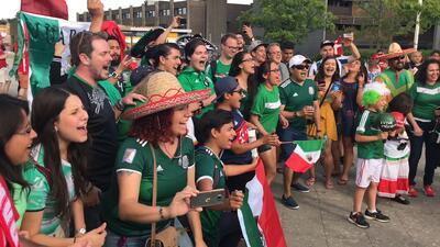 El color | Cientos de mexicanos 'invadieron' Copenhague para apoyar al Tri