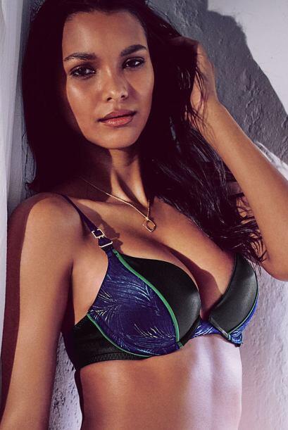 La combinación de estampado con tela lisa y los colores hace a este 'bra...