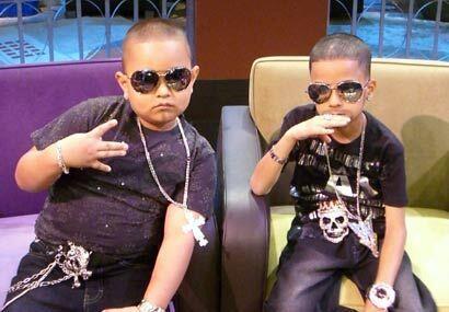 Leonel Acevedo y Nelson Crespo, ambos de 7 años de edad, son los fanátic...