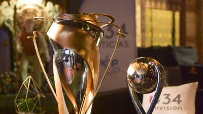 Los trofeos del Campeón de Campeones y de la SuperCopa MX presentes en la gala del Balón de Oro