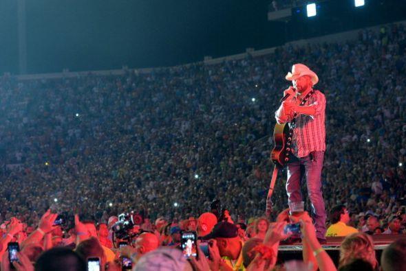 4. Toby Keith. Esta estrella de música country obtuvo el cuarto puesto g...
