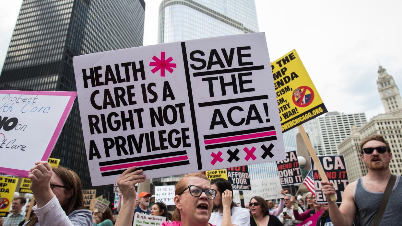 """""""Los servicios de salud no son un privilegio. Salven el ACA""""...."""