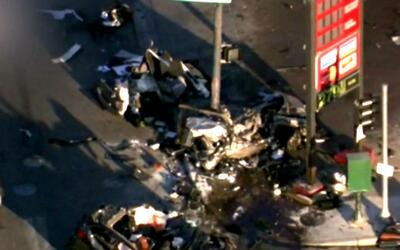 Un agente y una mujer mueren en un accidente de tránsito que involucra u...