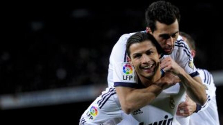 Cristiano hilóun partido más marcando en el Camp Nou y el Madrid salió a...