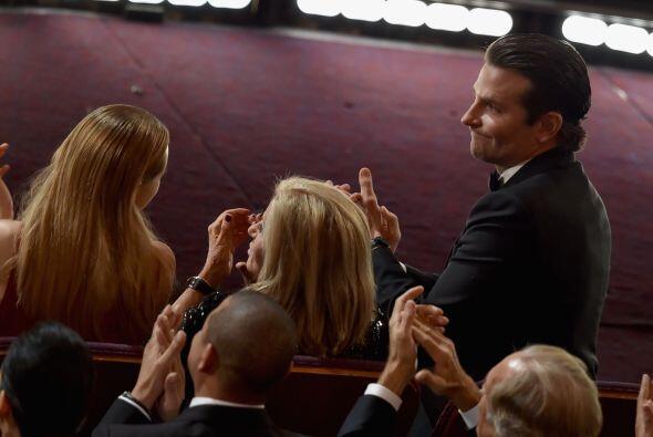 A Bradley Cooper no le causaron mucha gracia las bromistas del conductor.